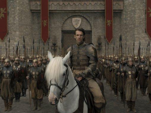 Герои «Игры престолов» выглядят максимально серьезно накадрах из5 серии 8 сезона