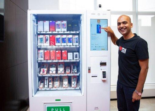 Чай, кофе, смартфоны: Xiaomi начала продавать свои гаджеты через торговые автоматы MiExpress Kiosk