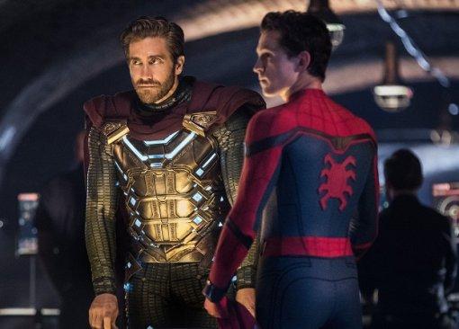 Человек-паук принимает Мистерио вряды Мстителей— это новый ролик «Вдали отдома»