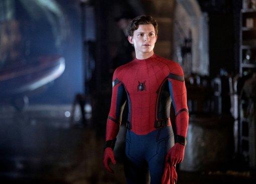 Новый ролик «Вдали отдома» посвящен всем костюмам героя. Аеще внем есть полет сMJнапаутине