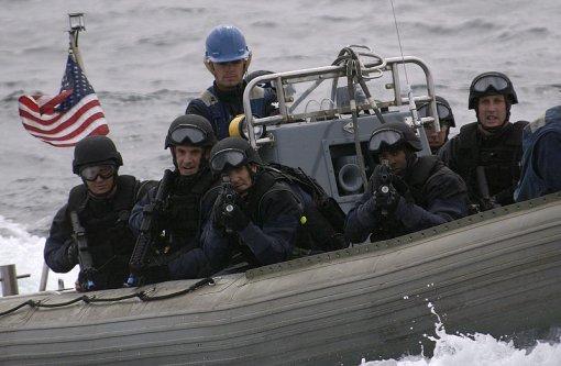 Вирусное видео: Береговая охрана США берет на абордаж подлодку наркокартеля. Прямо как в боевике!