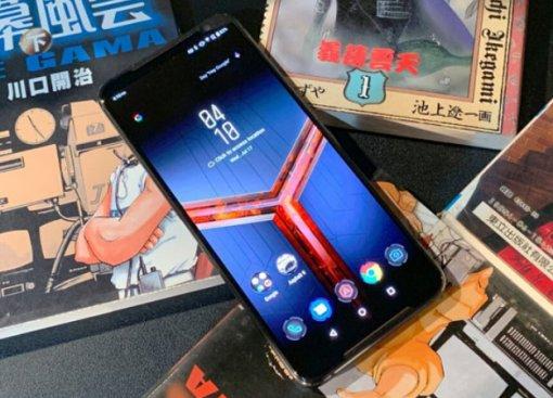 Представлен Asus ROG Phone2: топовый игровой смартфон саксессуарами и огромной батареей