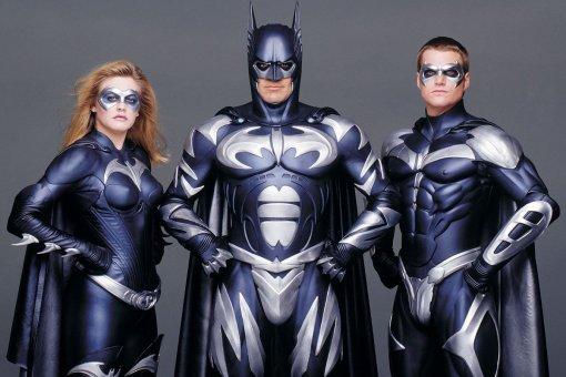 Режиссер «Бэтмена иРобина» 1997 года отрицает, что пытался показать героев геями