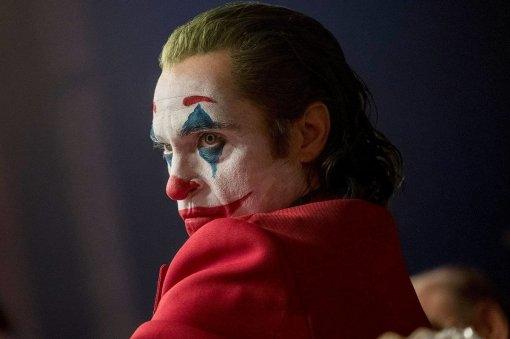 «Перепридумывает фильмы покомиксам»— критики рецензируют «Джокера»