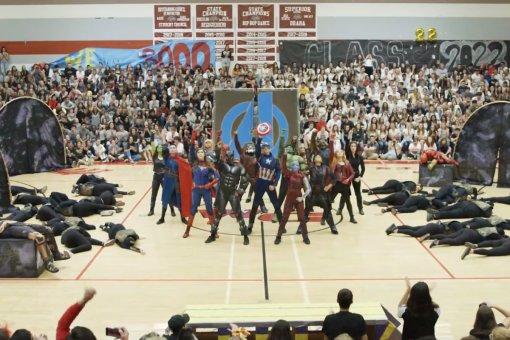 Американские школьники пересказали сюжет «Войны Бесконечности» и«Финала» ввиде танцев