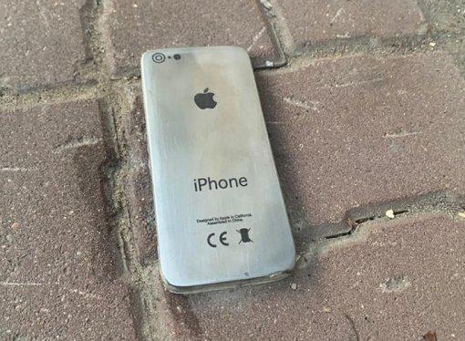 ВЯрославле установили памятник потерянному «айфону»
