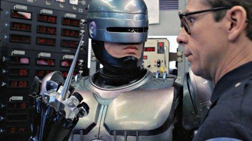 Полицейский робот непомог человеку идаже попросил того убраться сдороги