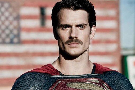 Злополучные усы Супермена можно увидеть нановом кадре сосъемок «Лиги справедливости»