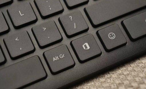 Наклавиатурах Microsoft появилась отдельная клавиша для эмодзи