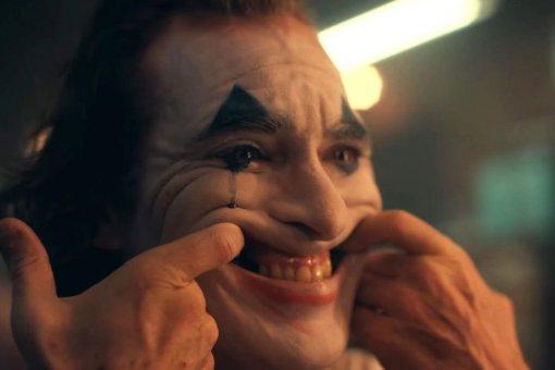 Врачи назвали заболевание, из-за которого непроизвольно смеется Джокер Хоакина Феникса