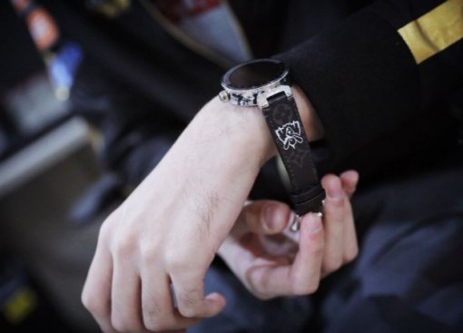 Нехилый подгон. Louis Vuitton подарила чемпионам мира по League of Legends шикарные наручные часы