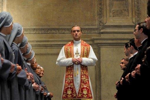 Музыка иззаставки сериала НТВ сГошей Куценко подозрительно напоминает тему «Молодого Папы»