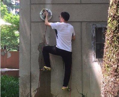 Уникальные робоприсоски позволяют лазать полюбым стенам, как Человек-Паук