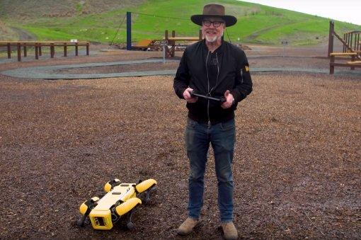 Уодного из«Разрушителей легенд» появился робот Boston Dynamics. Посмотрите, что онсним делает