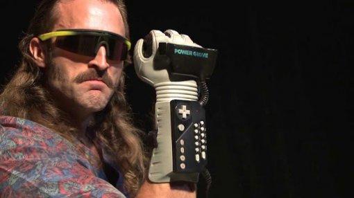Ретро-гаджет Power Glove еще раз проверили наудобство виграх: это все еще кошмар