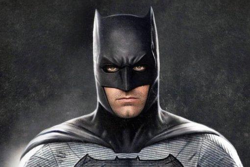 Бен Аффлек отжимается вкостюме Бэтмена. Это ролик сосъемок «Бэтмена против Супермена»