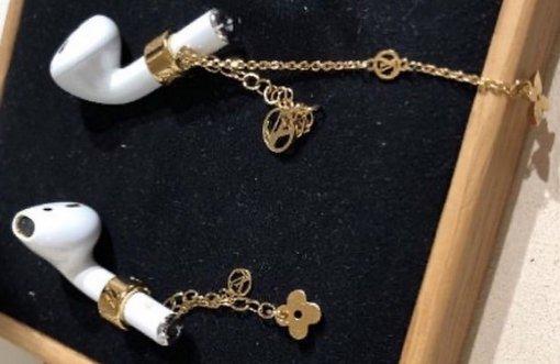 Louis Vuitton выпустил золотой аксессуар за25000 рублей для наушников Apple AirPods