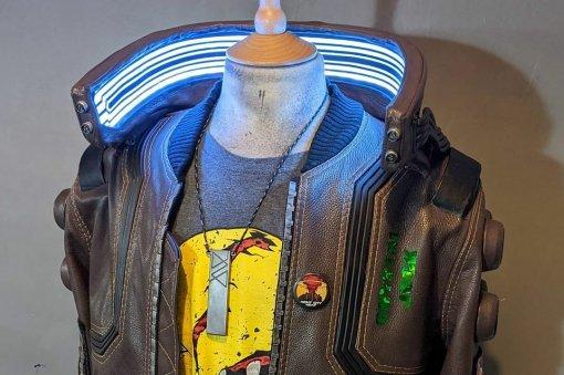 Косплеер сделал копию куртки героя Cyberpunk 2077. Наэто ушло 400 часов
