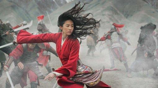 Владелец кинотеатра воФранции разнес рекламу «Мулан» битой. Это протест против онлайн-релиза