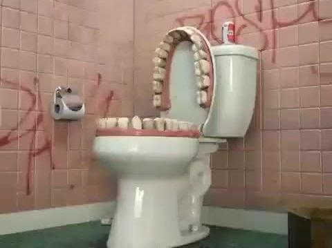 Туалеты как уровни вDark Souls. Это безумный аккаунт в Твиттере