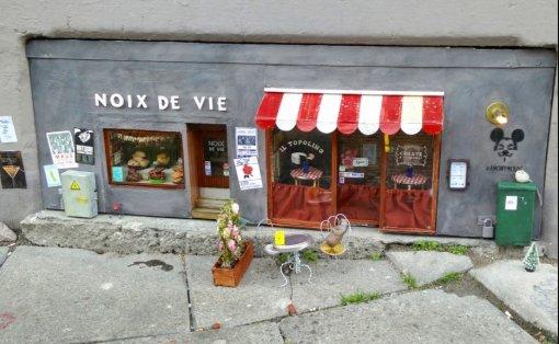 Инстаграм дня: шведские художники создали кафе имагазин винила для мышей