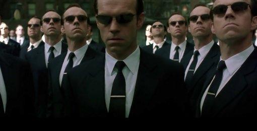 Хьюго Уивинг рассказал, как почти вернулся кроли Агента Смита в«Матрице4»