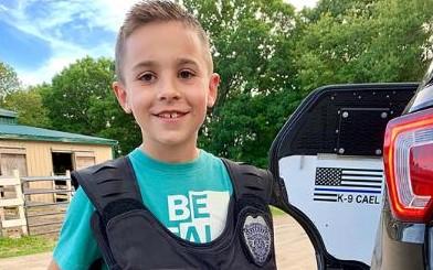 Десятилетний мальчик обеспечил бронежилетами 257 полицейских собак
