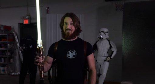 Блогер создал очень мощный световой меч с эффектами и звуком «Звездных войн»