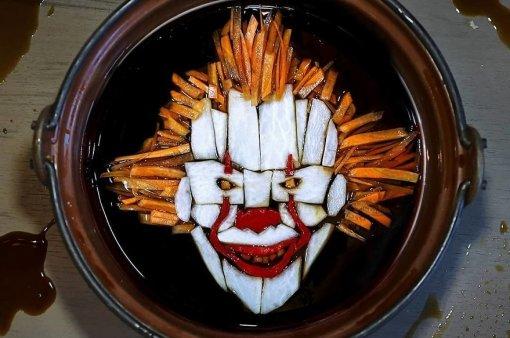Художница сделала портреты монстров из ужасов из обычной еды