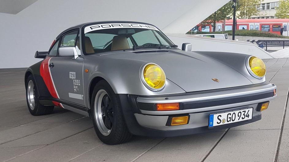 В Германии перед музеем Porsche выставили машину Джонни Сильверхэнда
