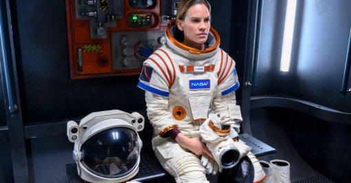 Netflix закрыл сериал «Вдали» ожизни астронавтов после первого сезона