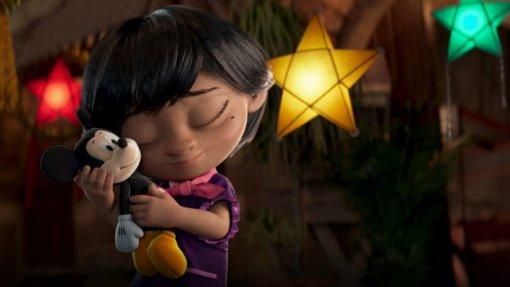 Disney показала трогательный рождественский ролик осемейных традициях