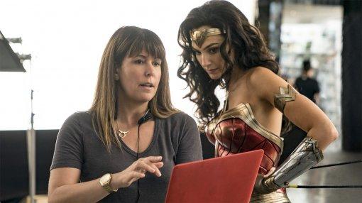 Warner Bros. собиралась вырезать одну вступительную сцену «Чудо-женщины 1984», чтобы сократить фильм