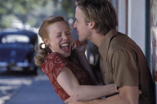Психолог рассказала опользе смеха. Онулучшает здоровье иотношения вколлективе