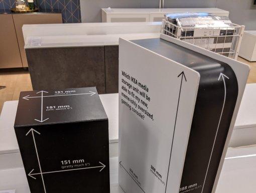 «Куда поместится моя мемная консоль?»: IKEA создала картонные копии PS5 и Xbox Series X