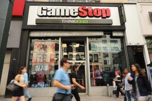 Геймеры начали скупать акции магазинов видеоигр GameStop иподняли котировки на800%