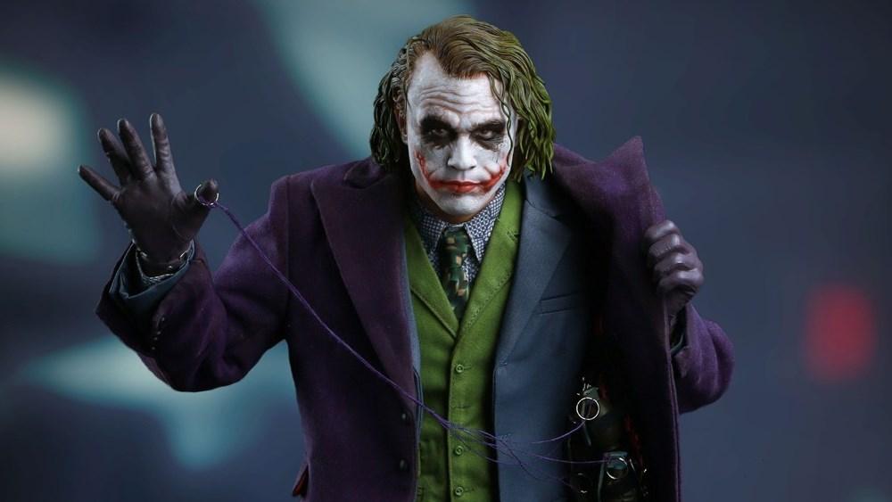 Фигурка Джокера из фильма The Dark Knight
