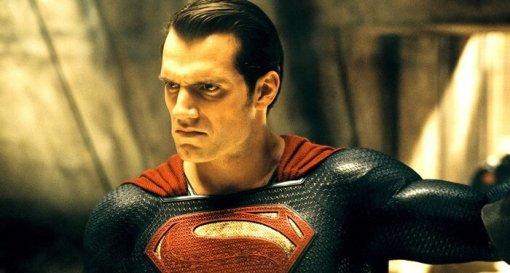 «Лига справедливости»: Зак Снайдер объяснил отличие черного костюма Супермена открасно-синего