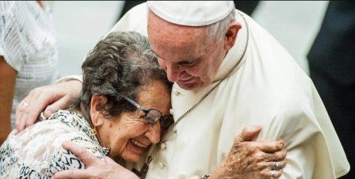Папа римский учредил новый праздник— День дедушек ибабушек