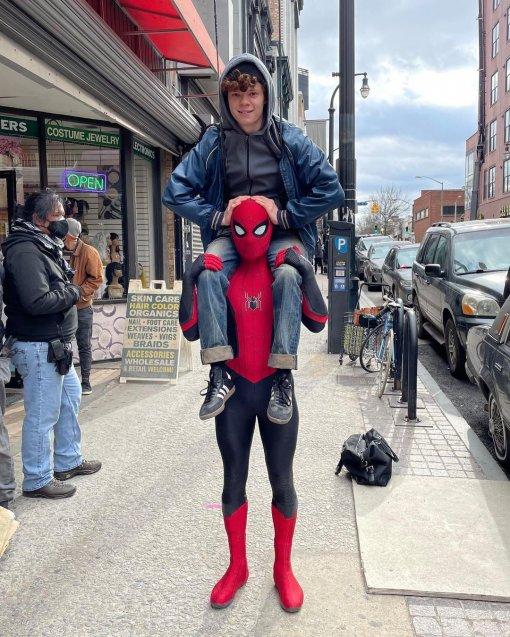 Том Холланд намекнул на что-то грандиозное в грядущей части  «Человека-паука»