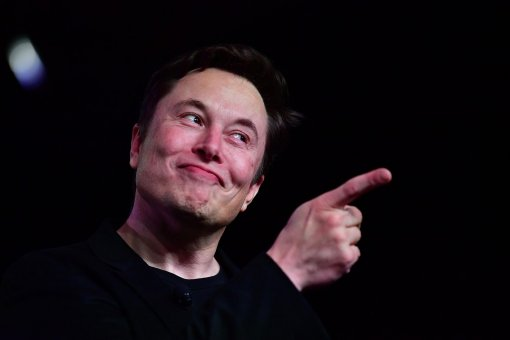 На Илона Маска подали в суд. Инвестору Tesla не нравятся его «беспорядочные твиты»