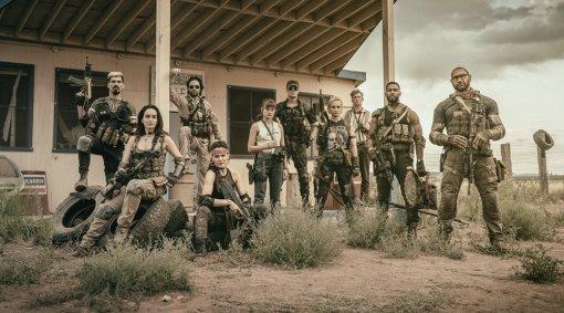 Netflix показал новый кадр из«Армии мертвецов» Зака Снайдера. Там отряд бойцов