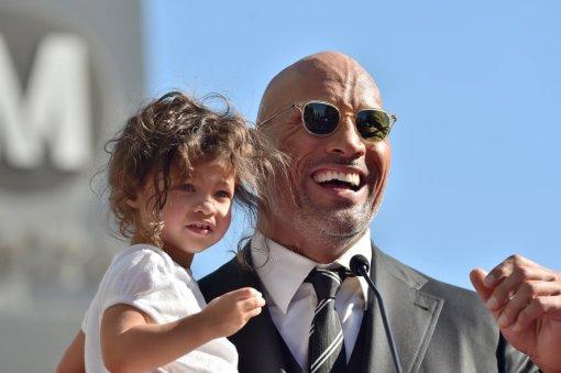 Дочь Дуэйна Джонсона отпраздновала день рождения с любимым героем. Им оказался не Чёрный Адам