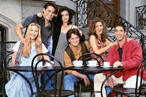 «Диваны наместе»: Мэттью Перри показал фото осъёмок спецэпизода сериала «Друзья»