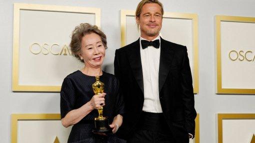 Самый яркий момент «Оскара»: встреча Брэда Питта и Юн Ё Чжон