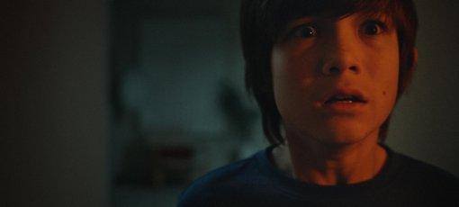 Мальчик случайно вызвал злого духа в трейлере хоррора «Джинн»