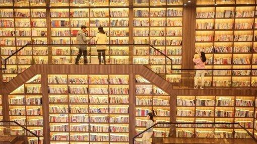 Бумажные книги продаются всё ещё лучше, чем электронные