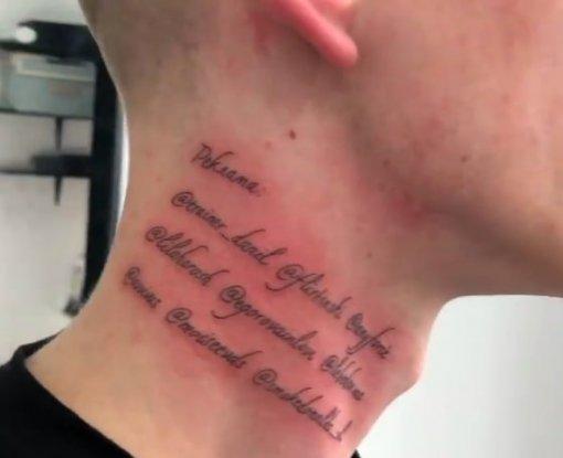 Российский блогер продал рекламное место на своей шее в виде татуировок