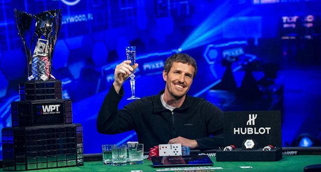Медбрат, который боролся с коронавирусом, выиграл  ,26 млн в турнире по покеру