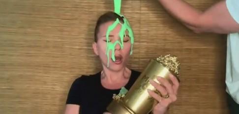 «Какого чёрта?!»: Скарлетт Йоханссон облили зелёной слизью всобственном доме